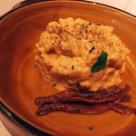 キタアカリの自家製ポテトサラダ、アンチョビフィレを添えて