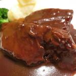 マイヨジョーヌ - 豚肉の赤ワイン煮
