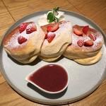 ハンズ エキスポ カフェ - レッドパンケーキ