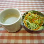 SURAJ - ランチのスープとサラダ