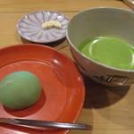 73010337 - 抹茶と季節の生菓子