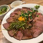 焼肉ここから - ローストビーフ丼(大盛)