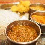 73014209 - Bセット+インド米+豆スープ 1400円 のチキンカレー
