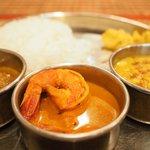 73014210 - Bセット+インド米+豆スープ 1400円 の海老のスパイシーカレー