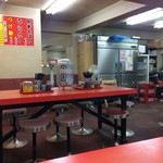 もっこす - 総本店は、8人掛け大テーブルが並ぶお店、カウンターは無し、だから、相席したお客様によって、居心地が変わるのも仕方ありませんね!(2017.9.13)
