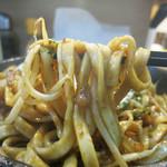 鉄板焼き コジロー - 麺は極太の平打麺