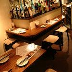 たこやき酒場 choice - こじんまりとした店内にカウンター席とテーブル席があります