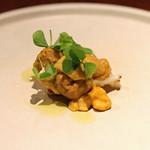 アカ - 料理写真:炙ったイシカゲ貝(白トリ貝)と天草の雲丹