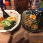 73033247 - 弟子屈味噌(左)と魚介しぼり醤油(右)のスモール