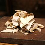 アカ - 松茸と岩もずくのスープに入れる松茸