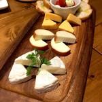 Tree House 肉バル ジャックトマメノキ - チーズ盛り合わせ