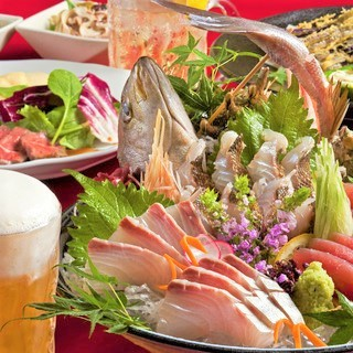 全国から厳選した旬の酒と鮮魚が自慢