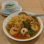 73034970 - 虎坊チャーハン ランチタイムはスープと杏仁豆腐つき。980円。