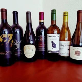 常備70種類以上のワインを揃えています。