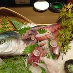 ゆず地鶏 魚介専門店 かん家 - 料理写真:名物!天然姿造り盛合せ!(2~3人前)