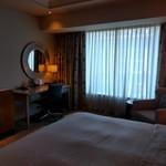 Sheraton Macao Hotel, Cotai Central - ベッドルームにデスク