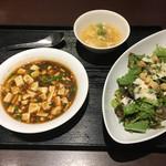 73036667 - ボリュームシーザーサラダセット 麻婆豆腐をチョイス