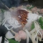 焼肉藤良 - ホルモンうどん調理中②