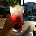 Sheraton Macao Hotel, Cotai Central - プールサイドでベリーモヒートは最高のプチ贅沢。89パカタ