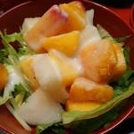 ごとく亭 - フルーツと野菜のサラダ