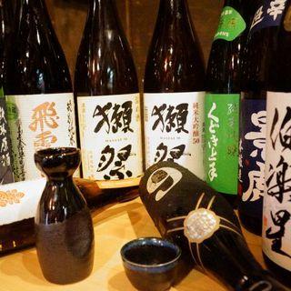 店主こだわり日本酒多種ご用意しております!