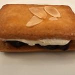 巴裡 小川軒 - 料理写真:【2017.9.5】フレッシュなクリームを香ばしく焼き上げられたクッキーでサンド。