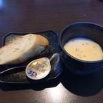Itariandaininguhananoiori - フランスパンと冷製、明太子のポタージュです。