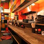 米とサーカス - キッチンの見えるカウンターは、1名様でもカップルでも