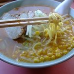布部札幌軒 - 麺は典型的な札幌ラーメンのそれです^^