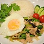Asian Food Fuuten - ガイパッキン(鶏肉のレモングラスと生姜の炒め物)