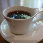 カフェ ヴァン - コーヒーに外の景色が