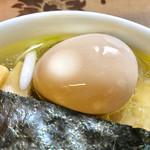 麺工 小烏丸 - 拘りの卵を自家製出汁醤油に付け込んだ味玉【料理】