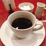 ル・プレヴェール - 何気なく口にしたコーヒーがすごくおいしくてビックリ。ステーキやデザートの余韻を楽しめる、スッキリとした飲み口のコーヒー。