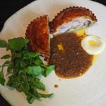 73052959 - 鳥取地どりピヨのパイ包み、ゴボウのソース  シャインマスカット、クレソン