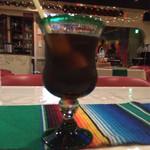 アンベ・クァトロ - アイスコーヒーと店内の様子