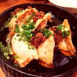 神戸三宮肉寿司 - 餃子のアヒージョ