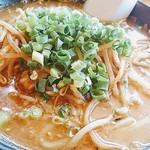 山小屋 - 牛モツ味噌麺 ¥820