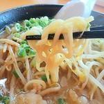 山小屋 - 麺はちゃんぽん麺風