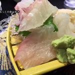 回し寿司 活 - 刺盛り白身3種(たい、ひらめ、かんぱち)