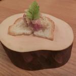 73065544 - 淡路島玉ねぎとローストビーフ和え とパン