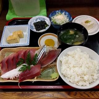 味処 ながしま - お刺身盛合せ定食(500円)