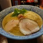 Menyajikon - 料理写真:☆【麺や 而今】さん…あっさり清湯 塩 塩鶏湯そば 並(≧▽≦)/~♡☆