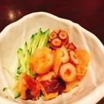 朝獲れ鮮魚 魚鮮水産 - 一品小鉢