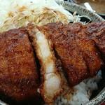 みどり湖パーキングエリア(上り線)白樺亭 - ソースカツ丼(税込み750円)