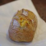loop - アプリコットチーズのカンパーニュ