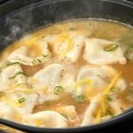 じとっこ組合 - 名代 炊餃子 ~鶏白湯スープに、アゴ出汁のダブルスープ~