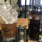 ゼブラ コーヒーアンドクロワッサン - アイスコーヒー   砂時計が落ちてから入れてね!