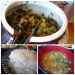 73082778 - ◆卓上には「高菜」が置かれています。 ◆豚汁。煮たお肉が苦手ですので、豚肉は残しました。(^^;) ◆ご飯はお代わり可能。