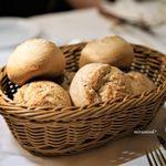 トラットリア タンタボッカ - 全粒粉のパン、自家製燻製ホイップバター