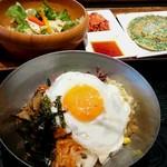 銀座 美菜莉 - 野菜ビビンバとセットのサラダ、チヂミ